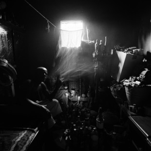 Die Chakatou sind Zauberer, denen ihre Bestimmung durch ein aussergewöhnliches Ereignis kundgetan worden ist. So arbeitete Cosmé ursprünglich als Lokführer. Eines Tages geschah ein furchtbares Unglück, das er als Einziger überlebte. Er verstand sofort, dass er auserwählt war, den Willen der Götter zu befolgen. Zeremonien unter dem Vorsitz der Chakatou erfordern wochenlange Vorbereitungen. Die nötigen Zutaten kauft man auf dem Fetischmarkt.